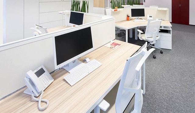 Pisarniške mize in stoli